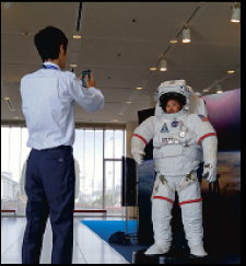 記念撮影用EMU宇宙服