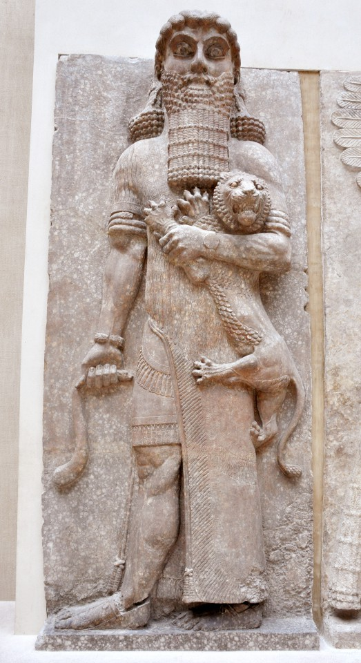 ギルガメシュ像(ルーブル美術館蔵)
